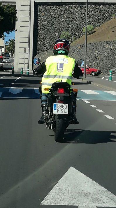 moto circulando chinyero